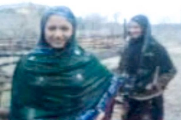 Dos hermanas adolescentes fueron asesinadas a tiros en Pakistán por, supuestamente,