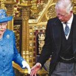 Carlos de Inglaterra junto a su madre Isabel II. Foto Cortesía: Reuters