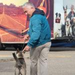 Cesar entrenando perro. ©Leepson Bounds, Inc