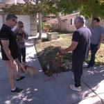 Cesar y Andre instruyendo a los dueños de perros. ©Leepson Bounds