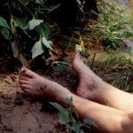 Los pescadores descubren el cuerpo de Tracy Sawyer. ©New Dominion Pictures, LLC