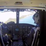 Piloto y copiloto manejando