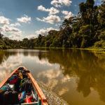 Selva reflejada en la laguna de Limoncocha en la Amazonía ecuatoriana. ©Shutterstock