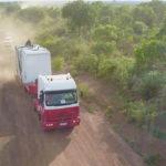 Camión-que-traslada-a-rinoceronte-blanco-para-su-reubicación-en-una-reserva-natural-segura.-©Homebrew-Films