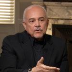 Gerson-Borrero-realizando-pregunta-a-su-entrevistado