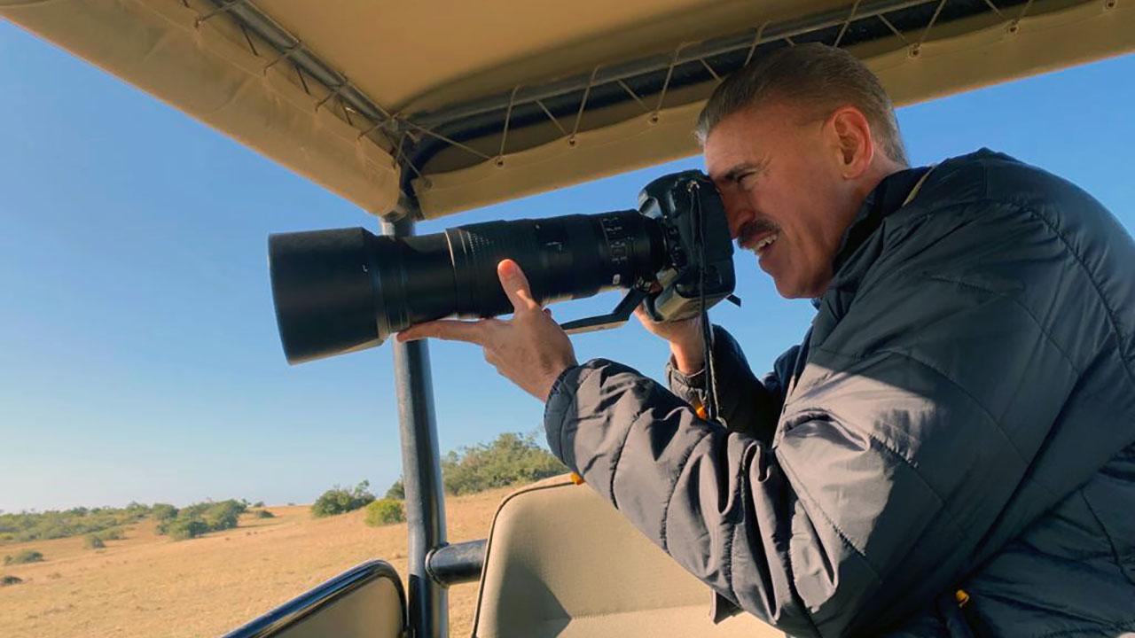 Ron Magill haciendo lo que mejor hace: captura la naturaleza de Mundo Salvaje con su ojo mágico