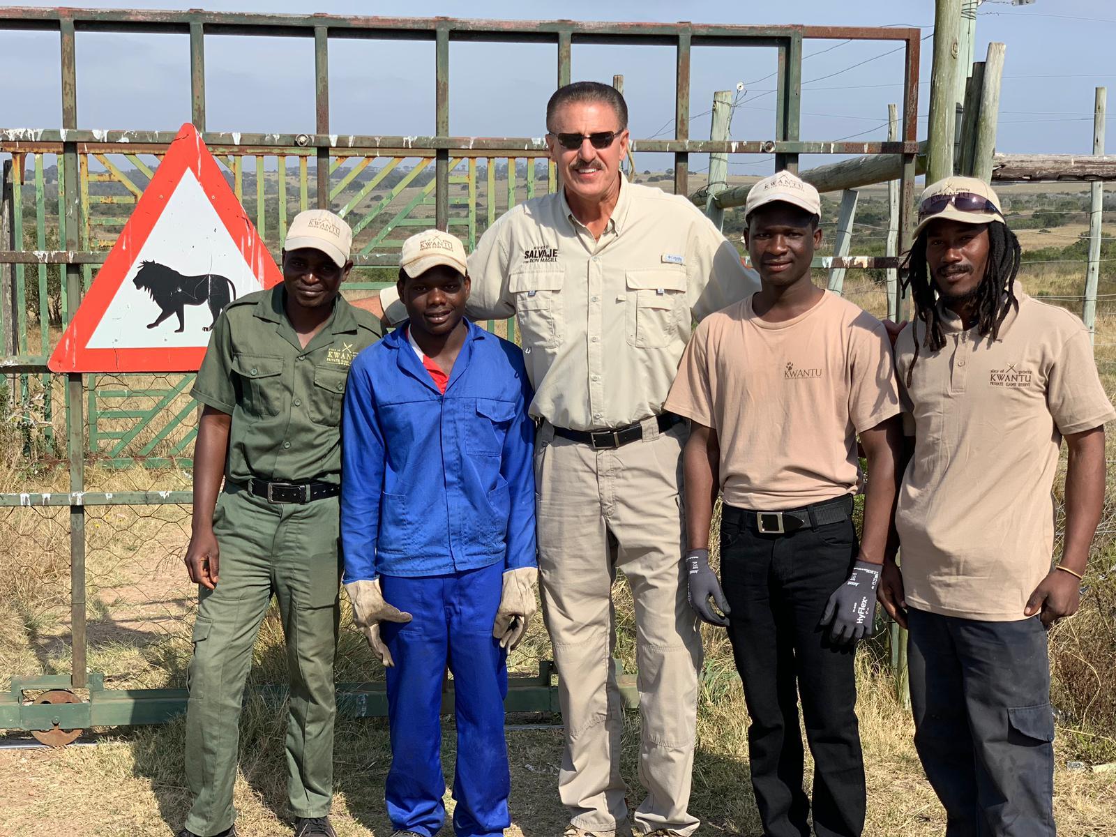 Ron y personal de la reserva Kwantu