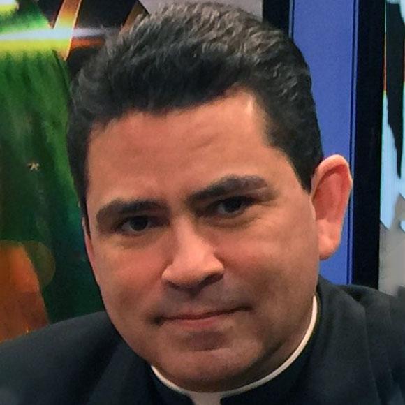 El padre Esequiel Sánchez