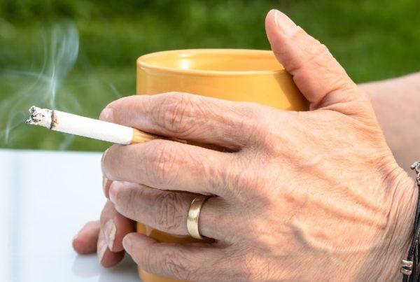 Fumadores enfrentan mayor peligro
