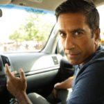 3 Sanjay Gupta en el auto Signos Vitales
