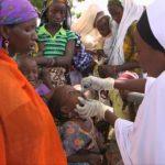 5 Mujer vacunando niño Signos Vitales