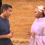 6 Sanjay Gupta hablando con mujer Signos Vitales