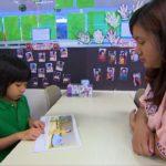 8 Maestra con alumno Signos Vitales