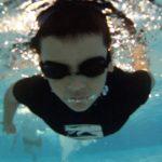 Chico nadando - Nuestro Cuerpo