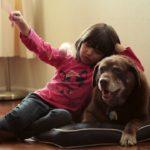 Niña con su perro - Nuestro Cuerpo