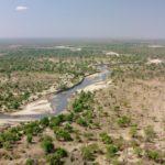 Valle africano con árboles
