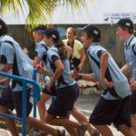 Estudiantes corriendo