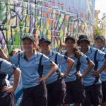 Los estudiantes y un mural