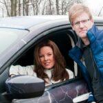 Los Cazadores de Tormentas Mark Robinson y Jaclyn Whittal dejan su casa en Totonto, Ontario para emprender su viaja a Tornado Alley, USA